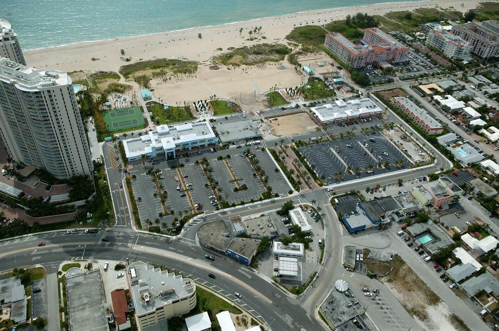 City of Riviera Beach Municipal Beach Park Ocean Mall Aerail Mall Parking.JPG