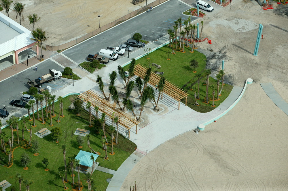 City of Riviera Beach Municipal Beach Park Ocean Mall Coconut Palms Entry.JPG