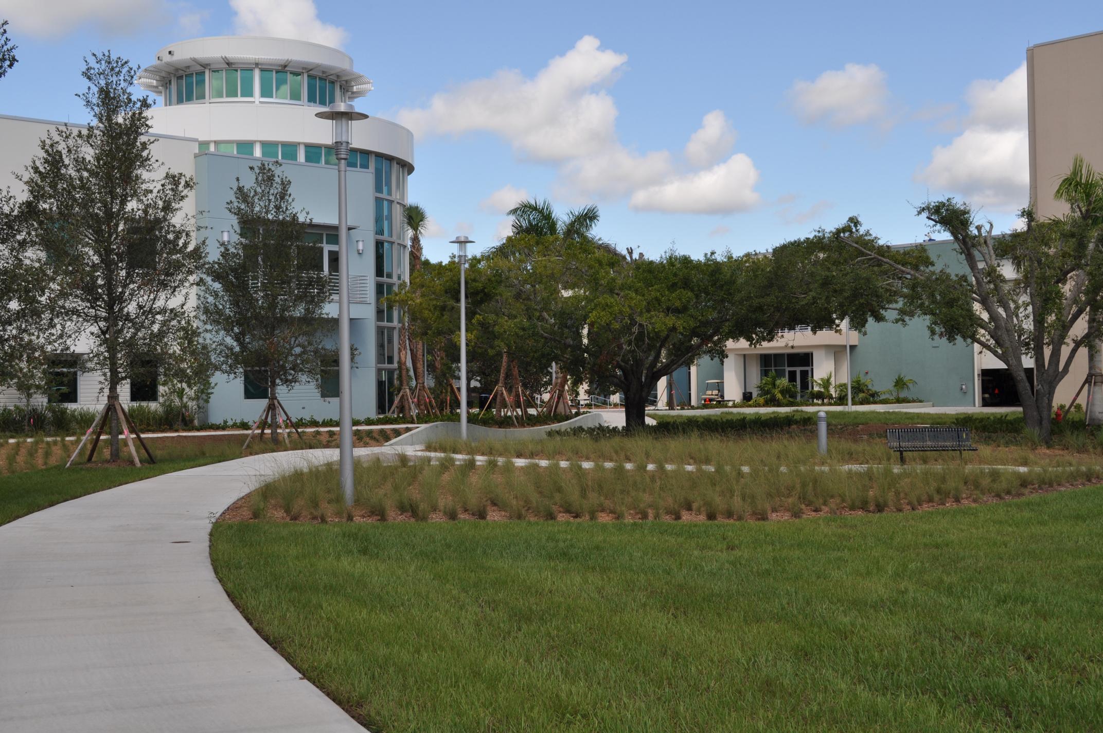 Harbor Branch Oceanographic Institute at FAU Research Laboratory II Live Oak Curvilinear Walk.JPG