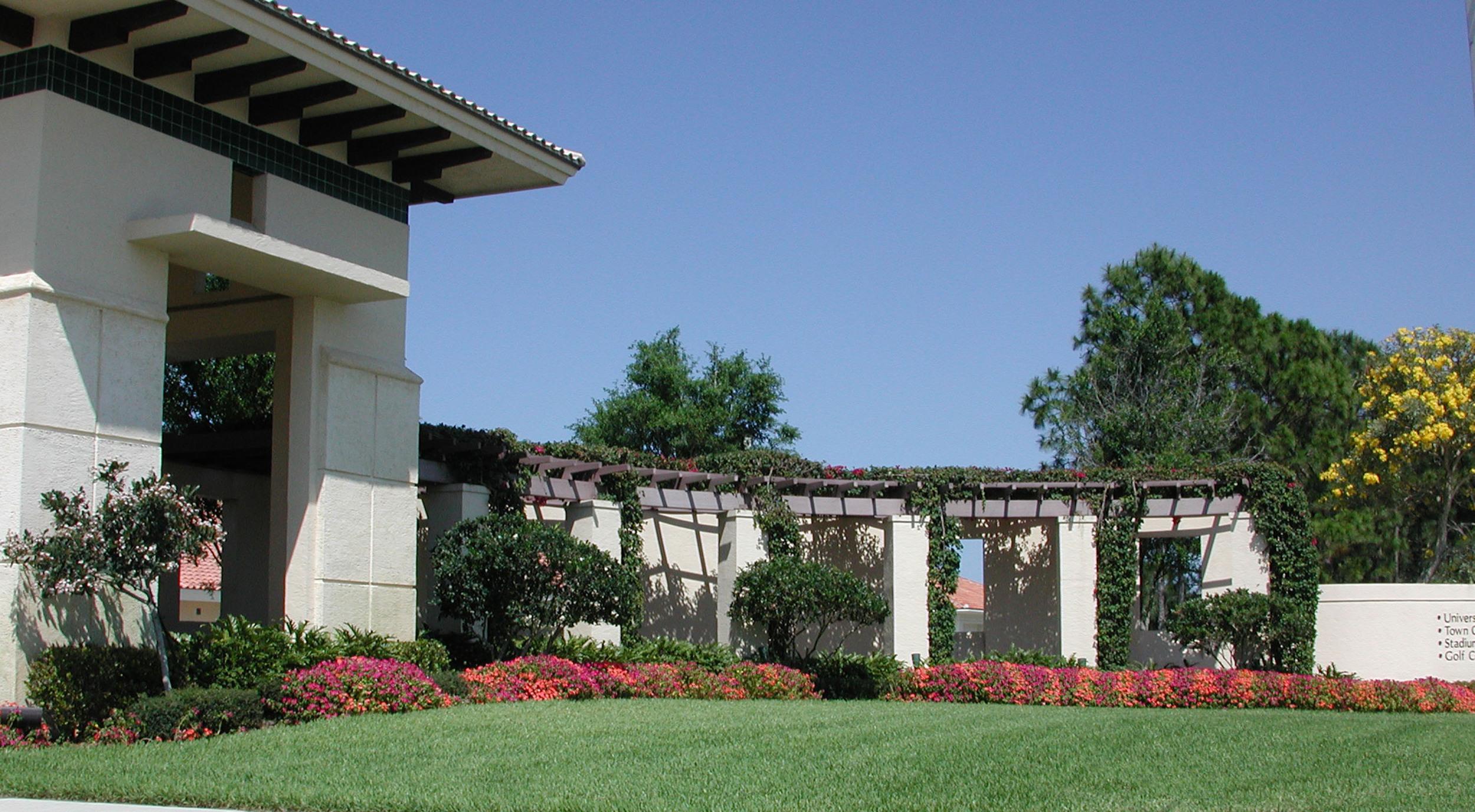 Abacoa DRI Jupiter Florida Entry Gateway Annuals.JPG