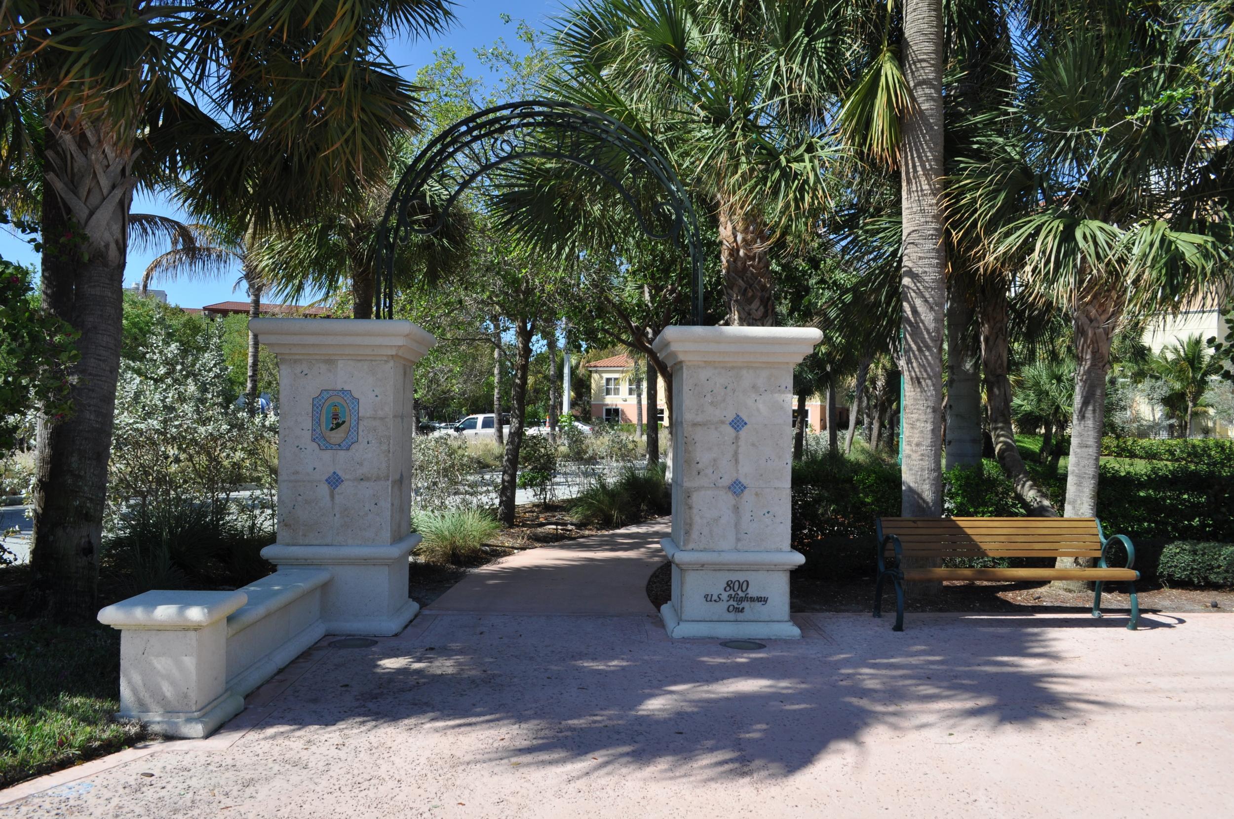 Jupiter Yacht Club Florida Riverwalk Gateway Entry Bench.JPG