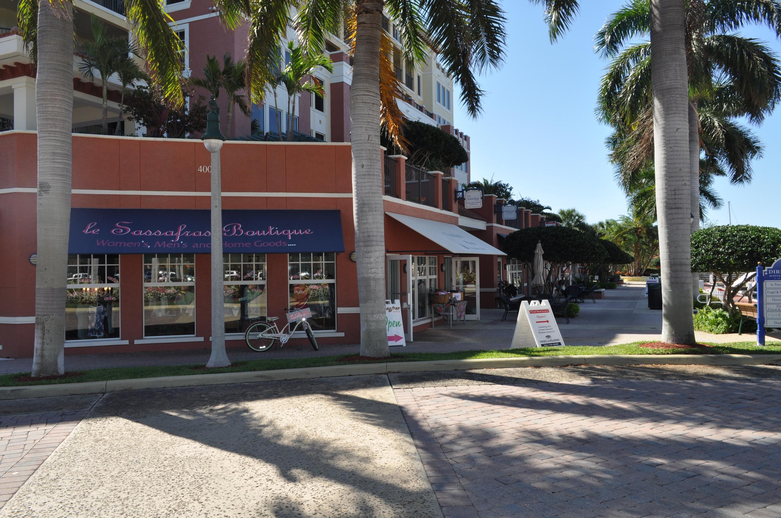 Jupiter Yacht Club Florida Retail Shops.JPG