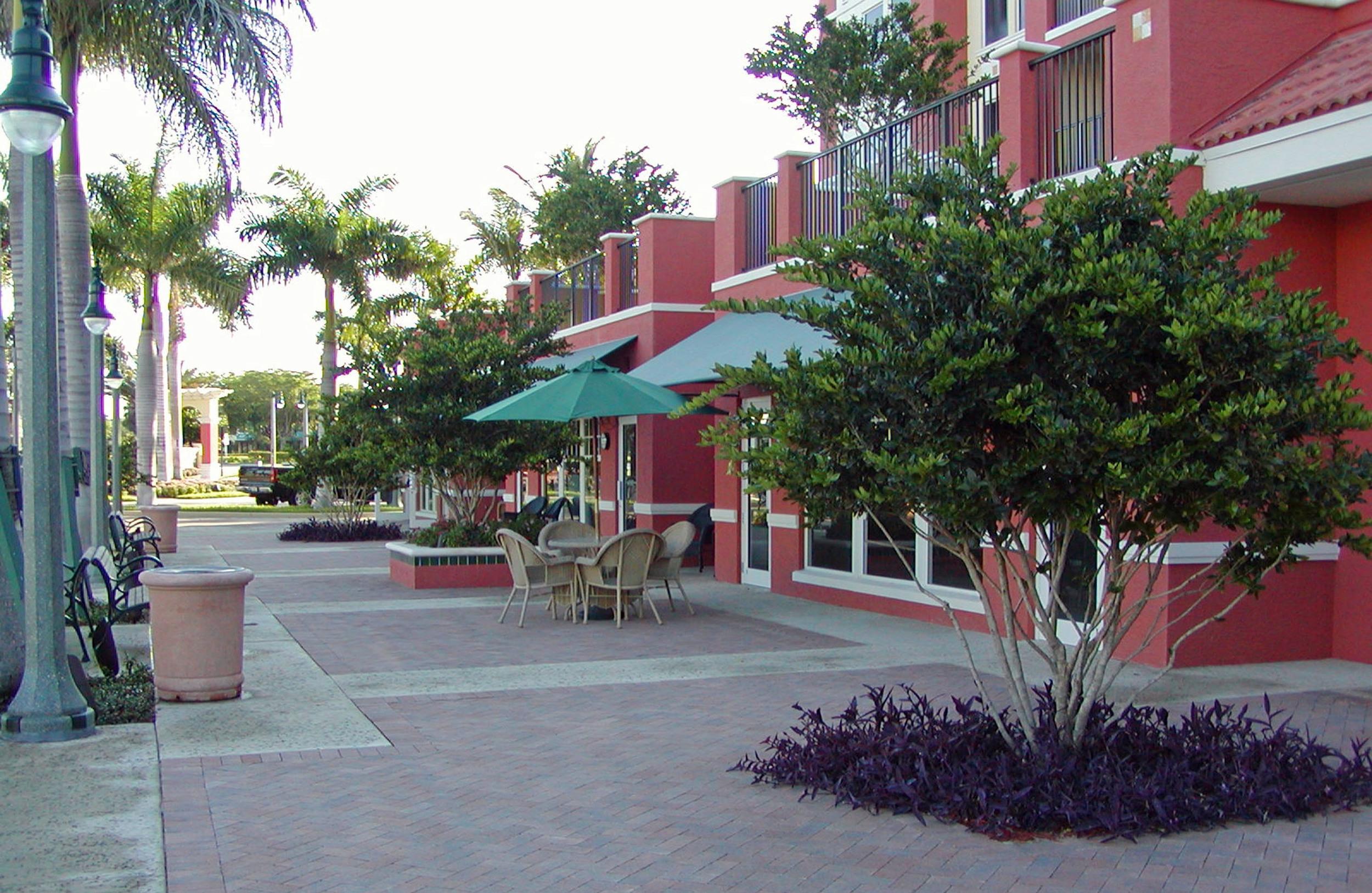 Jupiter Yacht Club Florida Retail Outdoor Seating.jpg