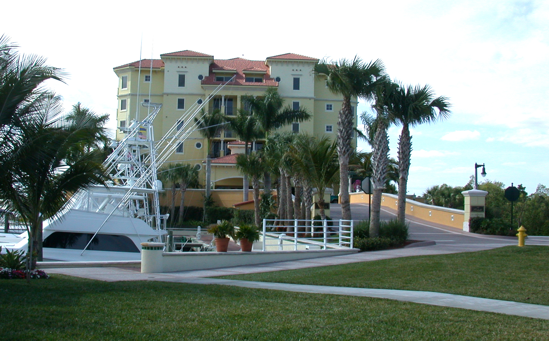 Jupiter Yacht Club Florida Pointe Building.JPG