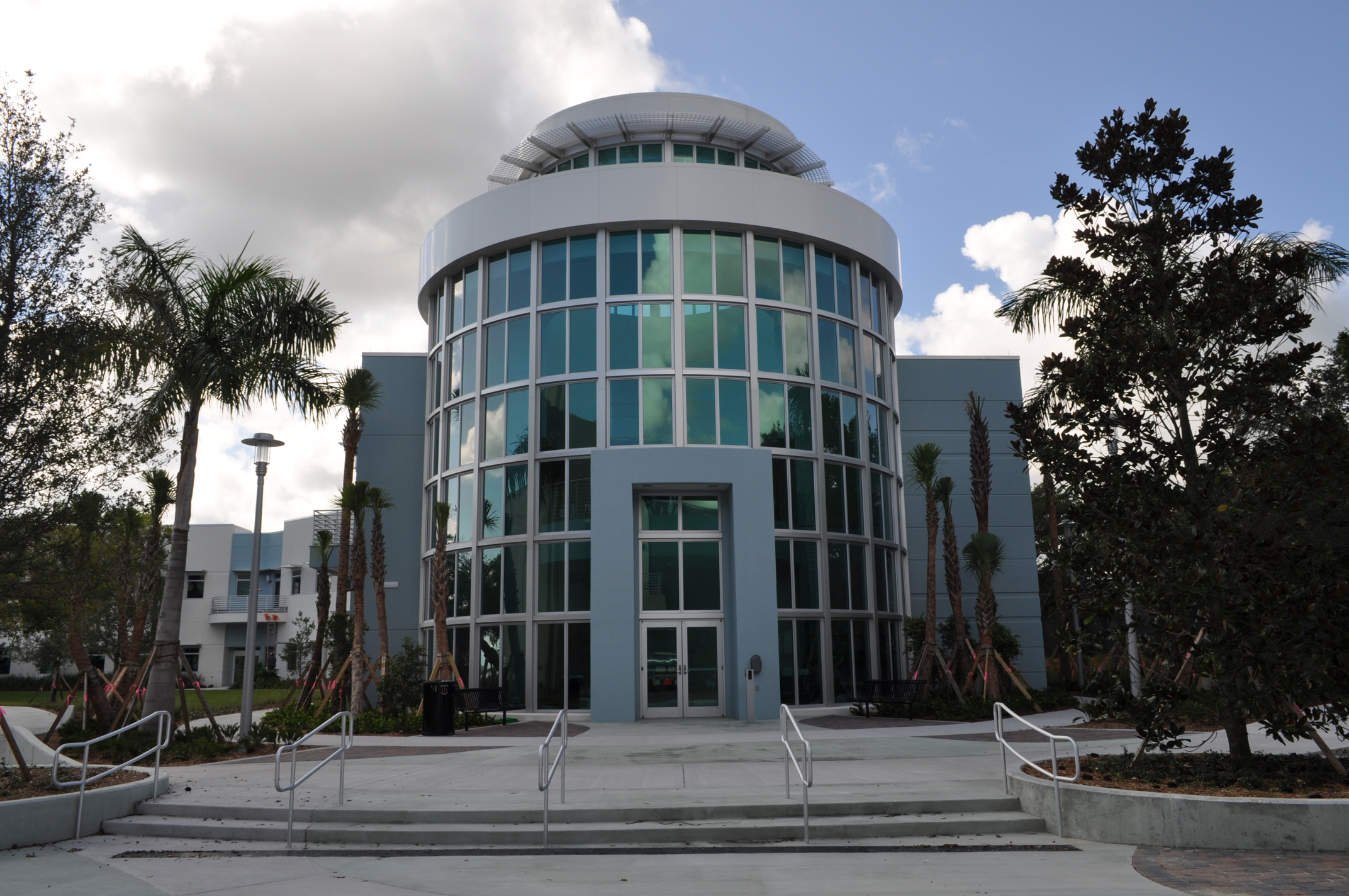 Harbor Branch Oceanographic Institute at FAU Research Laboratory II Main Entrance Green Building.JPG