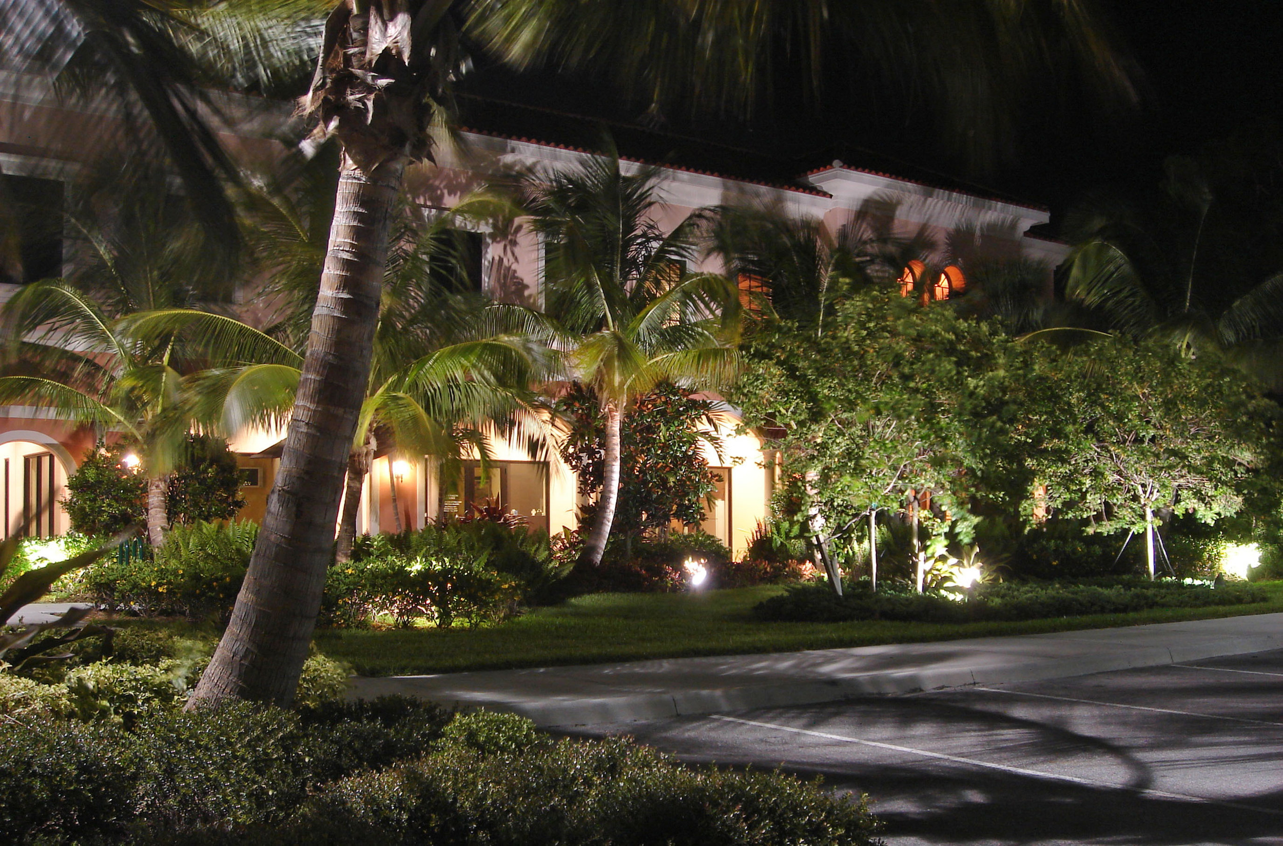 University Commons Abacoa Jupiter Night Landscape Lighting.jpg