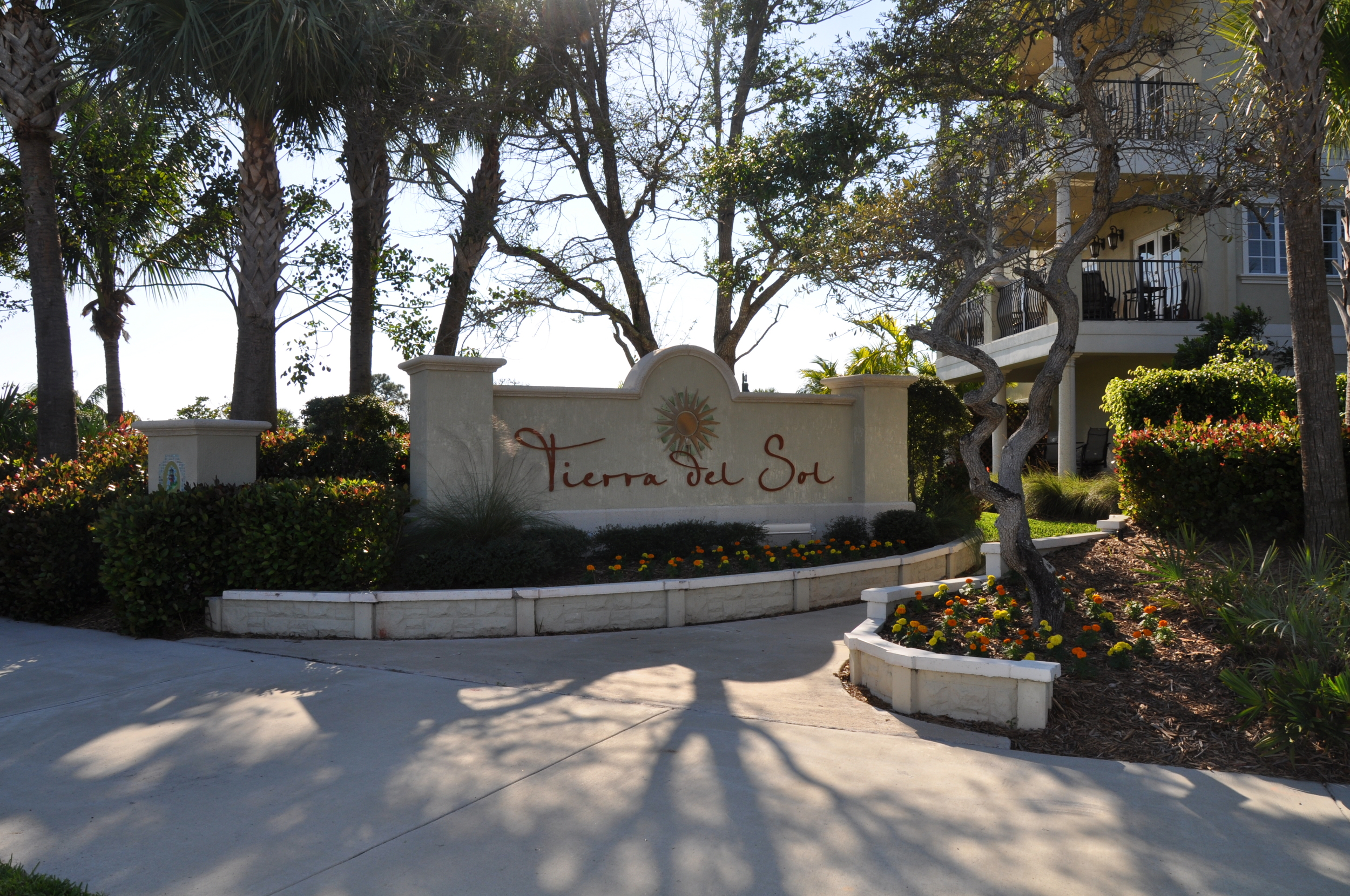 Tierra Del Sol Jupiter Florida Monument Sign Live Oak.JPG