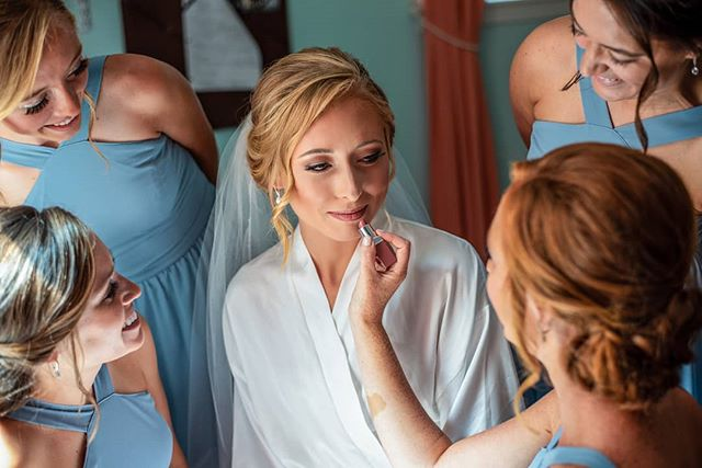 Bridesmaids putting on the final touches, love little moments like this on a wedding day.  #wedding #cincinnatiweddings #weddingphotographer #midwestwedding #realwedding #goanamedia #2019weddings