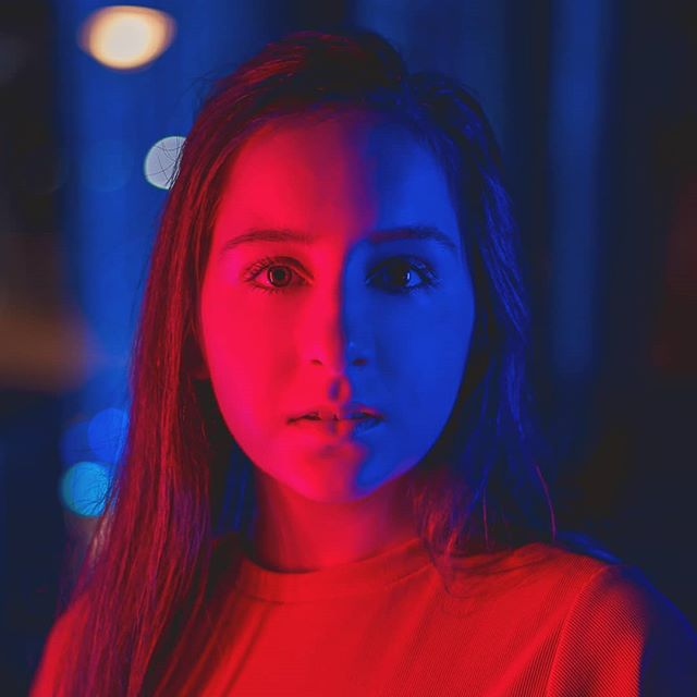 When you and the high-school senior your photographing both really love Stranger Things  #goanamedia #seniorportraits #strangerthings #redblue #cincinnatiphotographer #smalepark #midwestphotography #cincinnati #bringyourstudiooutdoors #letsplay