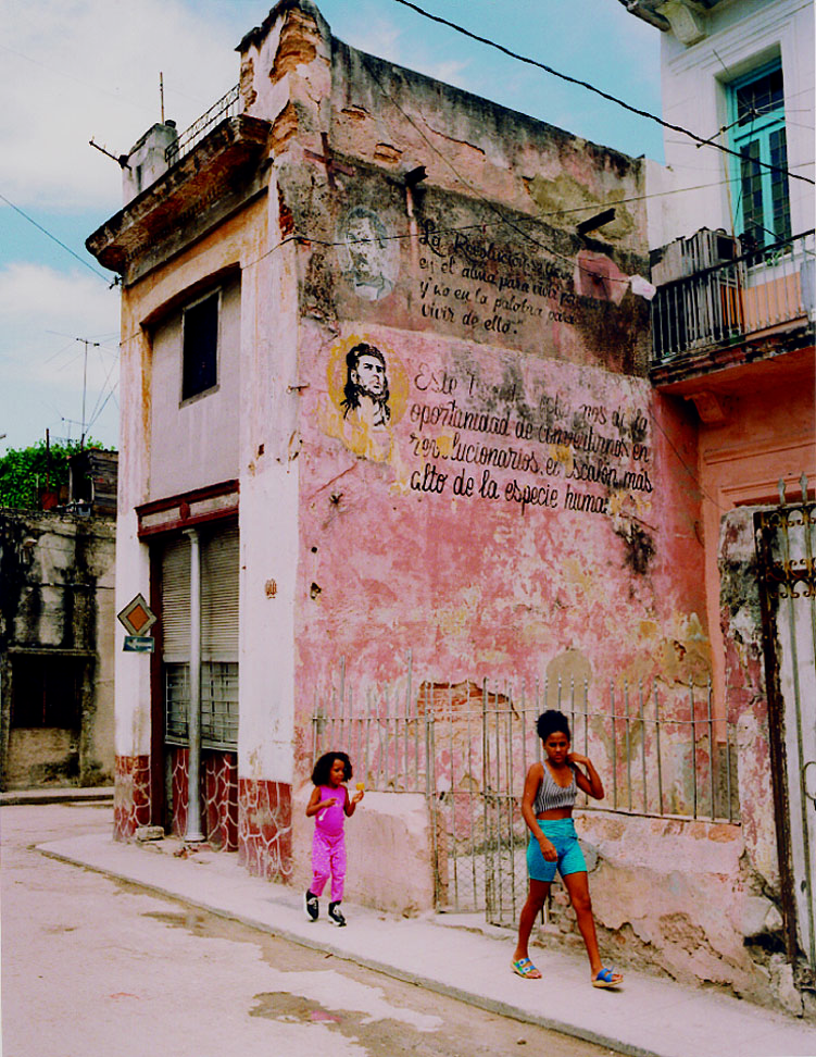 Cuba2_ Che & Martí mural_Chromogeniuc_VP.jpg