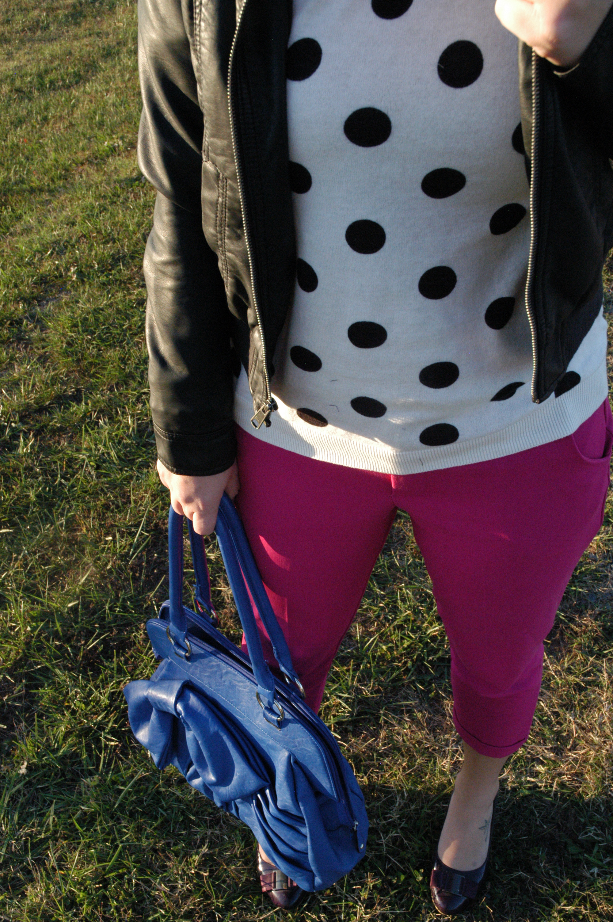 Pants: Old Navy | Sweater: Old Navy | Jacket: Old Navy (do we see a pattern here??) | Purse: Francesca's | Shoes: so old I don't remember :) | Shades: H&M | Lips: Loreal Color Riche