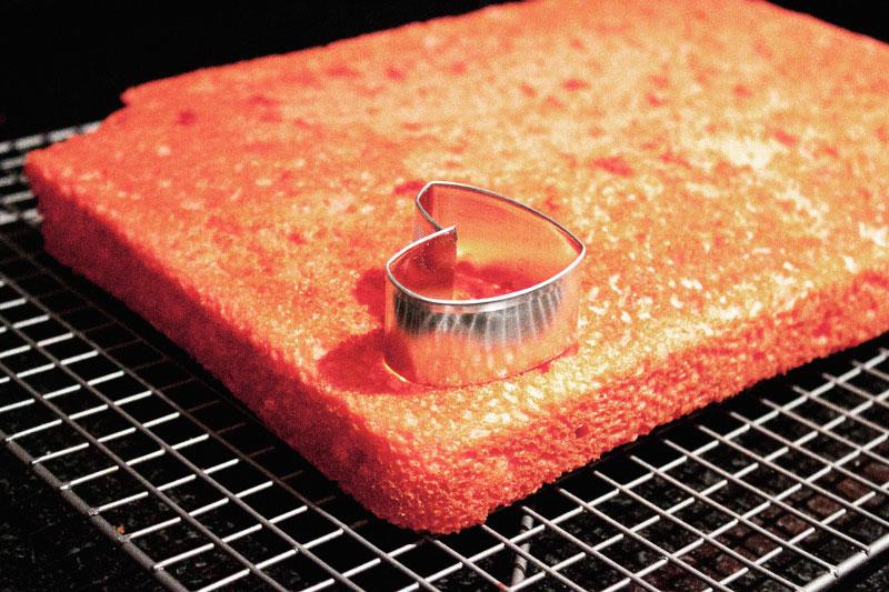 128js-Valentines-Heart-Cupcake-5.jpg