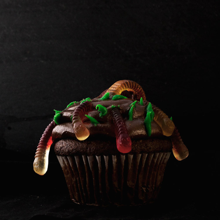 Halloween-Cupcake-Worms.jpg