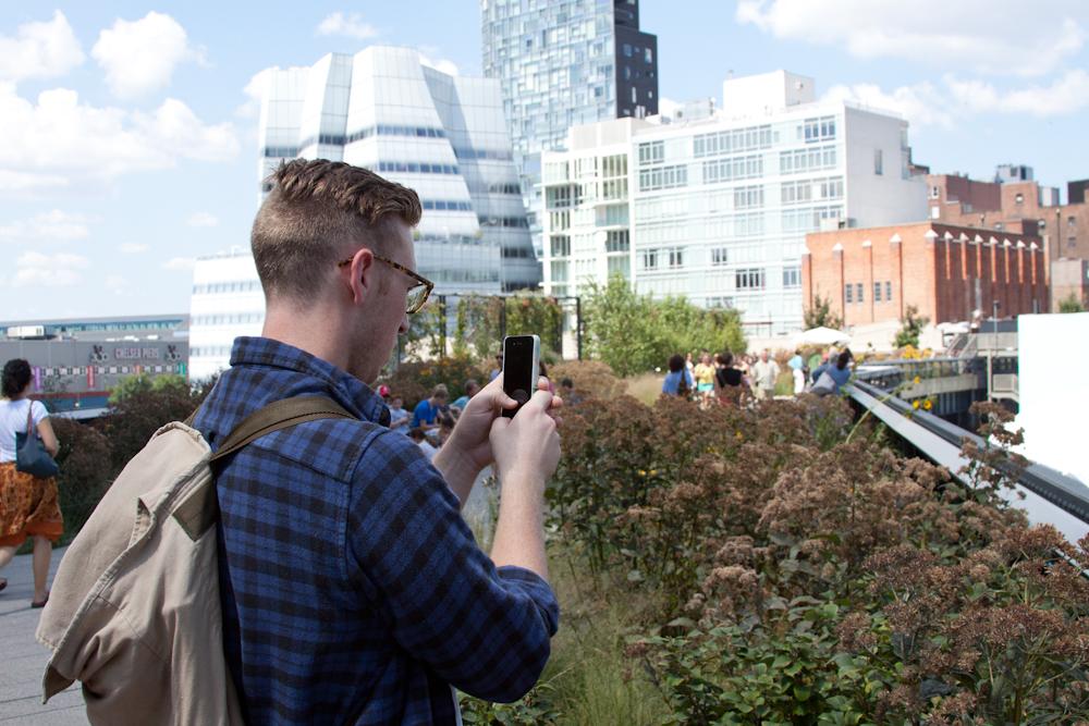 High Line Park, Chelsea, tourist, iPhone