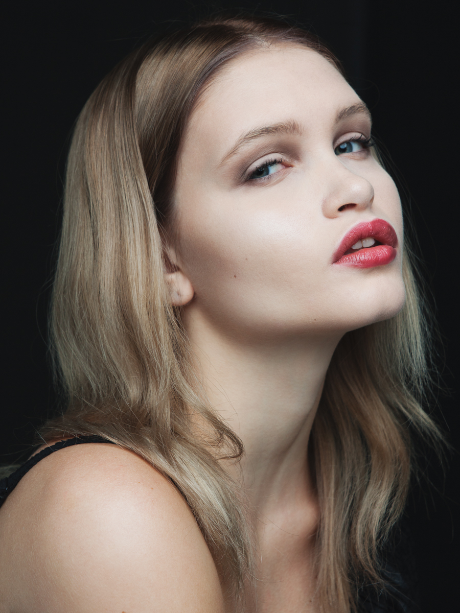 Liv Mathis, model, Atlanta, Los Angeles, Brittany Wages Photography, red lip, beauty, dark, classic, blonde