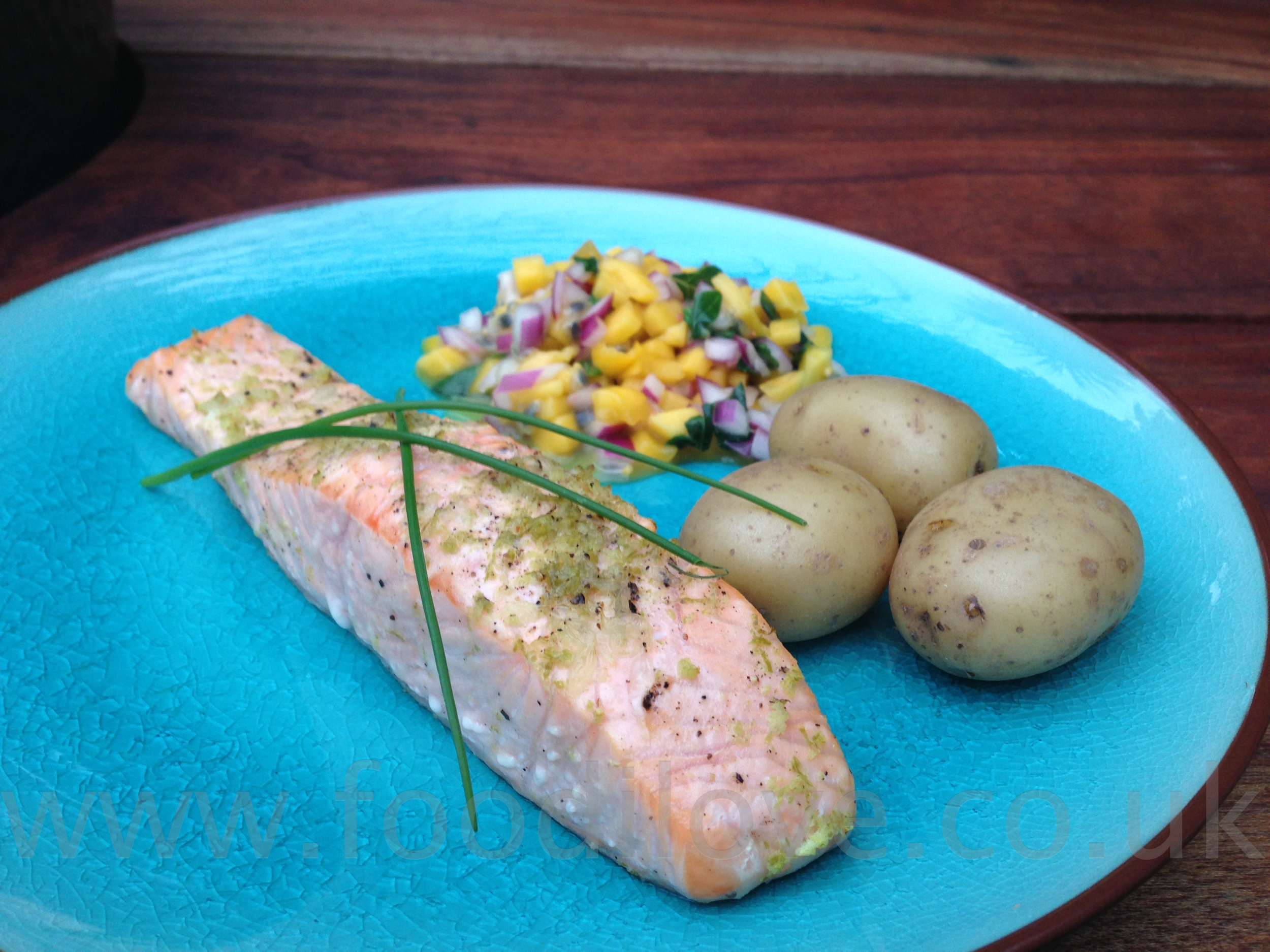 Cooked Wild Salmon with Mango & Granadilla Salsa on the Braai/BigGreenEgg