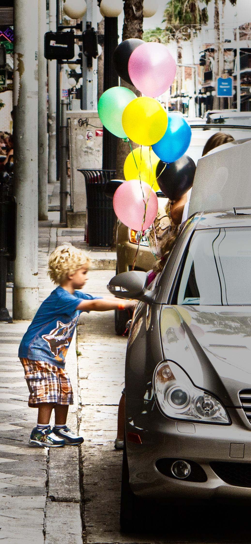 nathanmarkphillipsballons.jpg