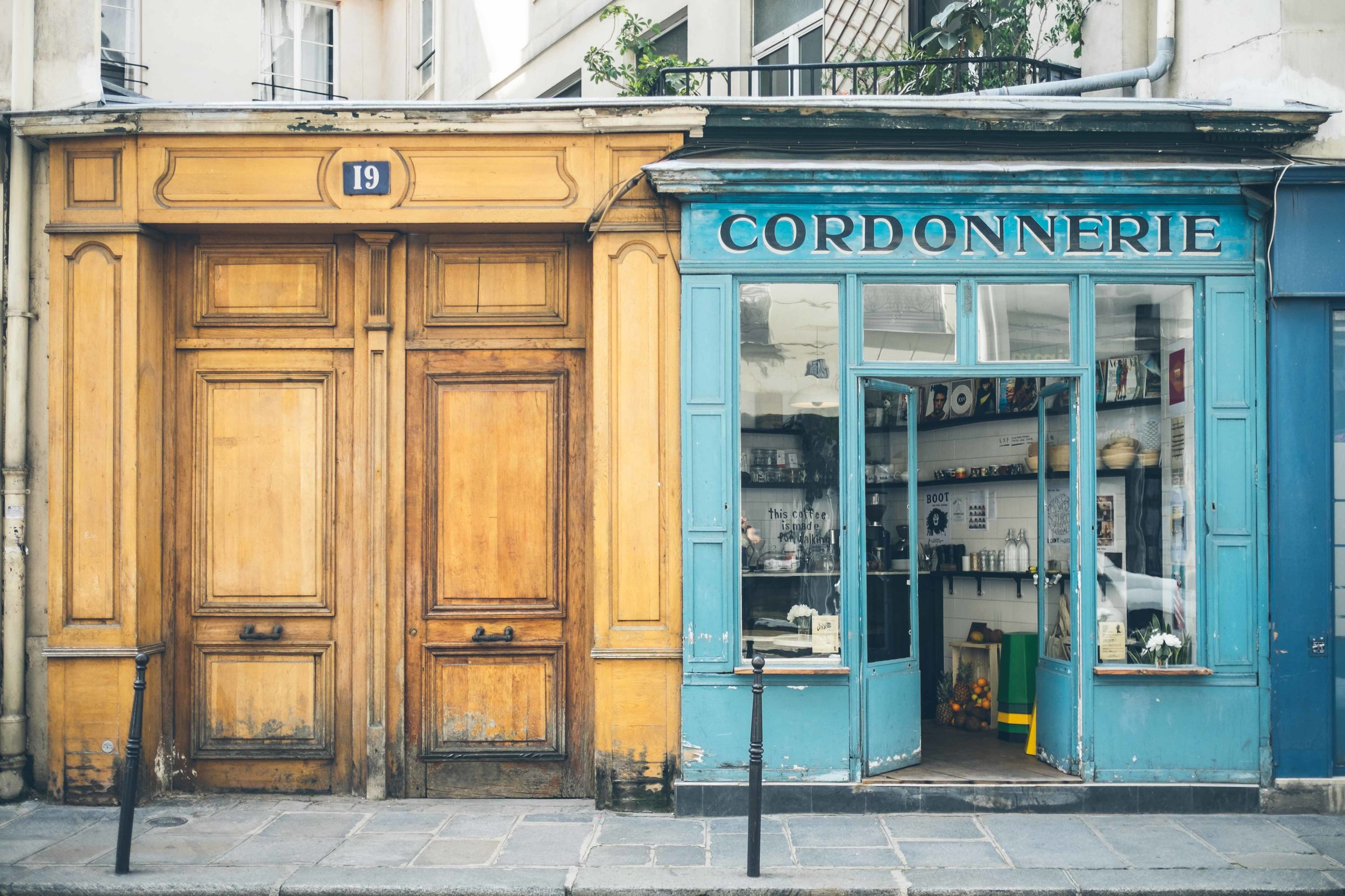 As huge coffee lovers we were delighted to stumble across Boot Cafe in Le Marais, one of Paris' very few boutique cafes