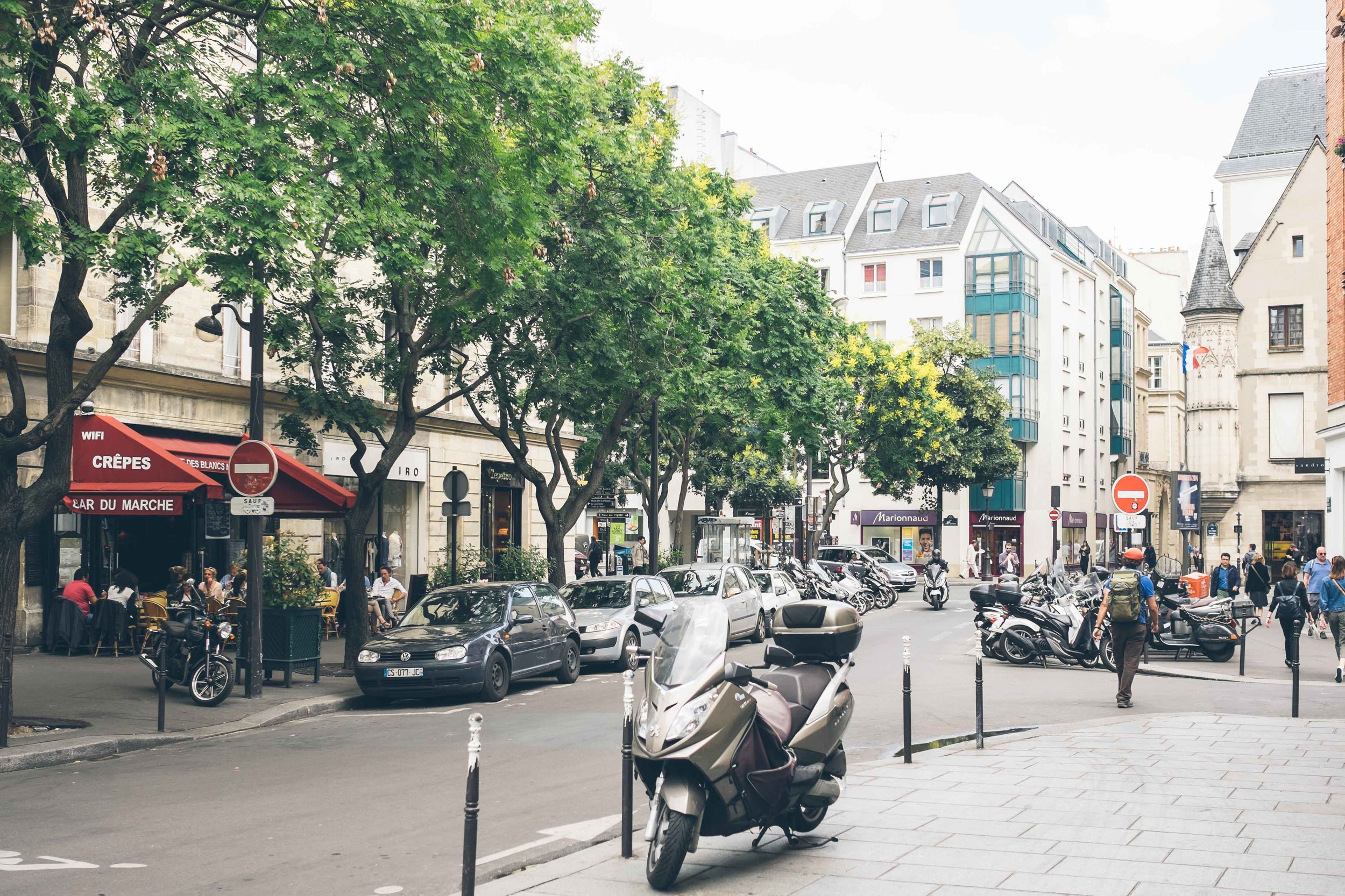 Street scene: Le Marais