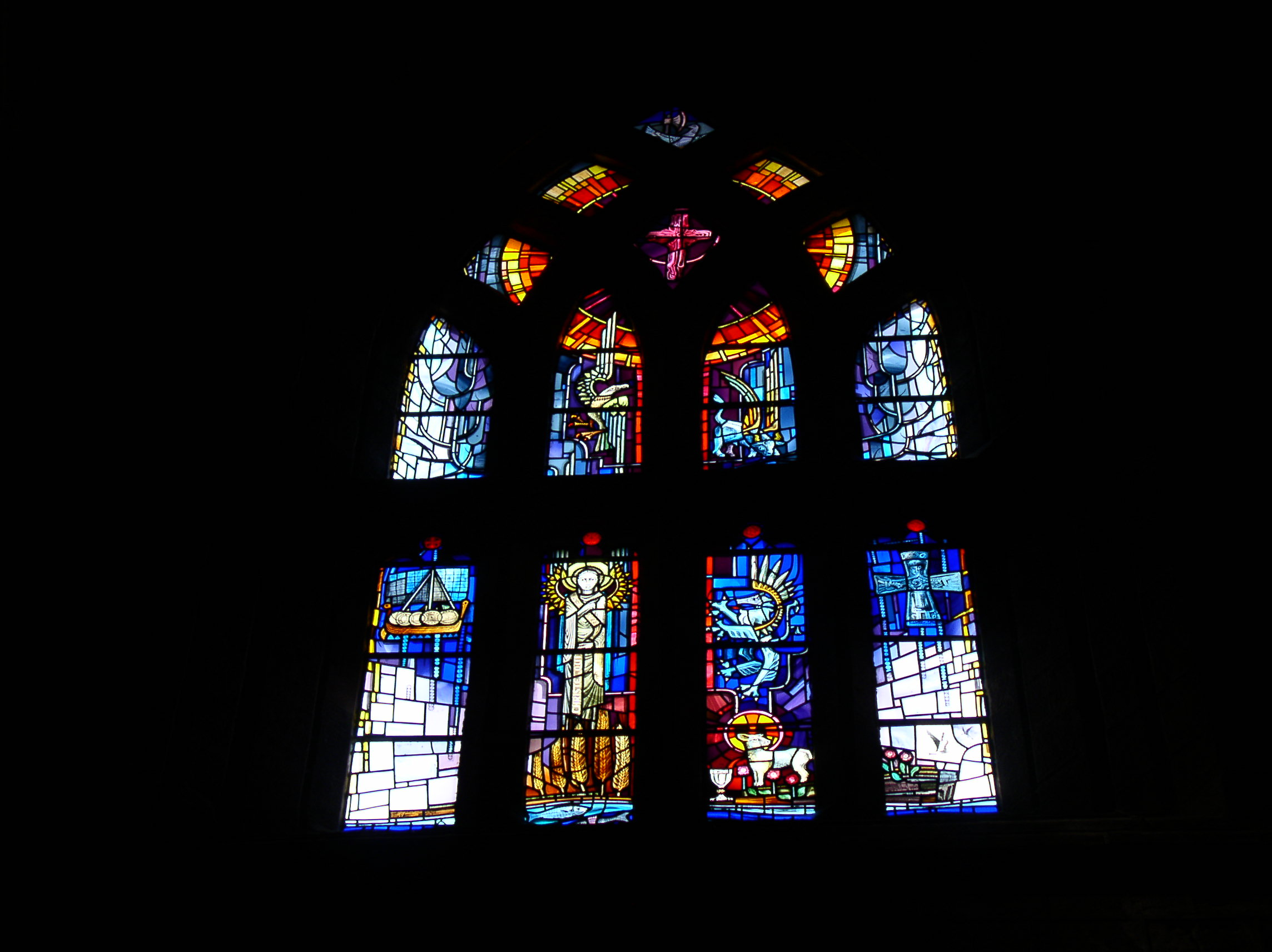 West Window, St Magnus Cathedral, Orkney (Crear McCartney, 1987) - Photo: Gordon Watt