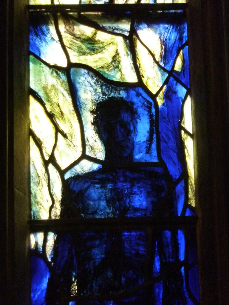 The Risen Christ (Tom Denn, 1992). Photo by:  Beth M527