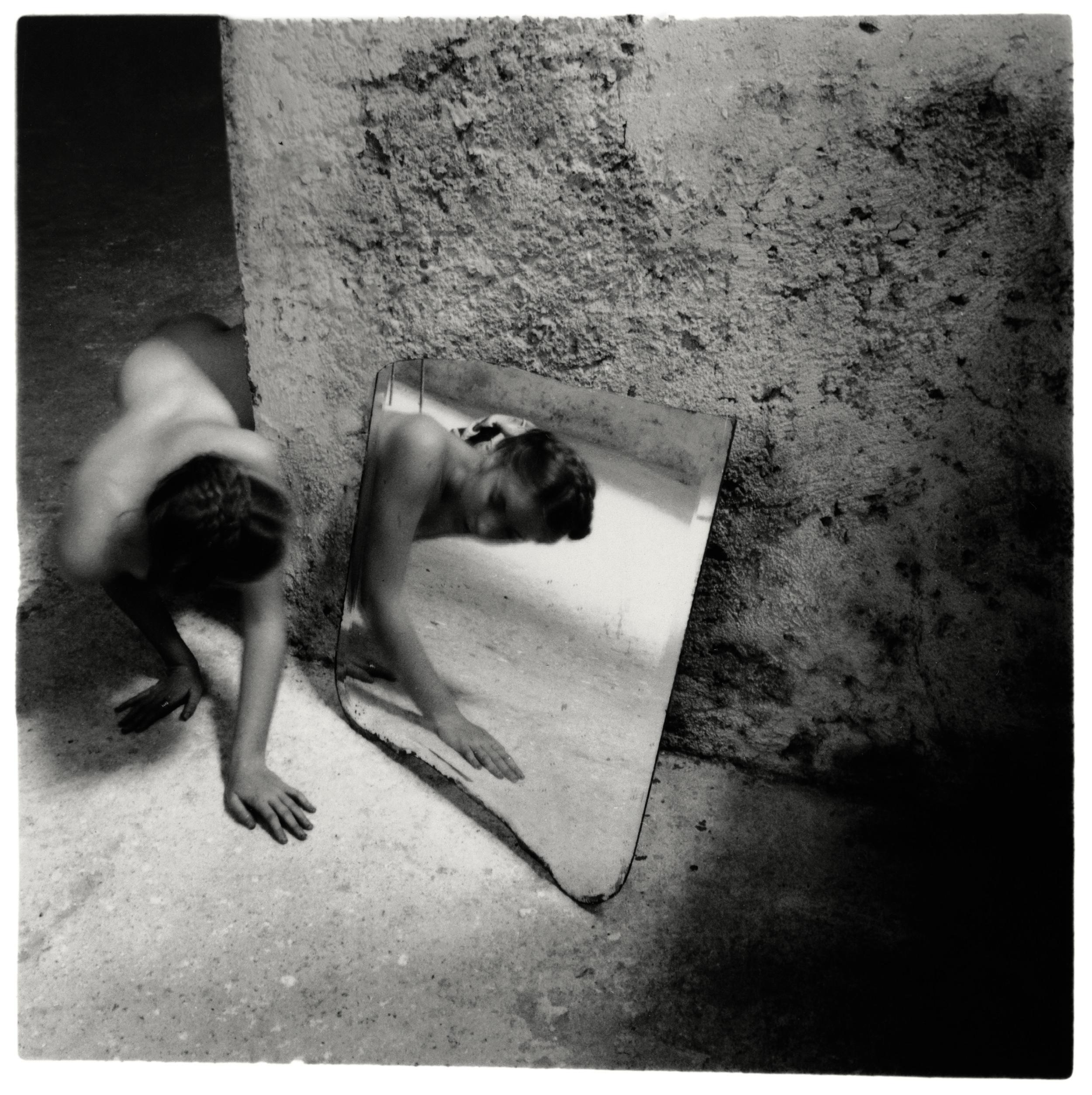 Francesca Woodman,Self-deceit #1, Rome, Italy, 1978/1979,© Courtesy George and Betty Woodman, New York /The SAMMLUNG VERBUND Collection, Vienna