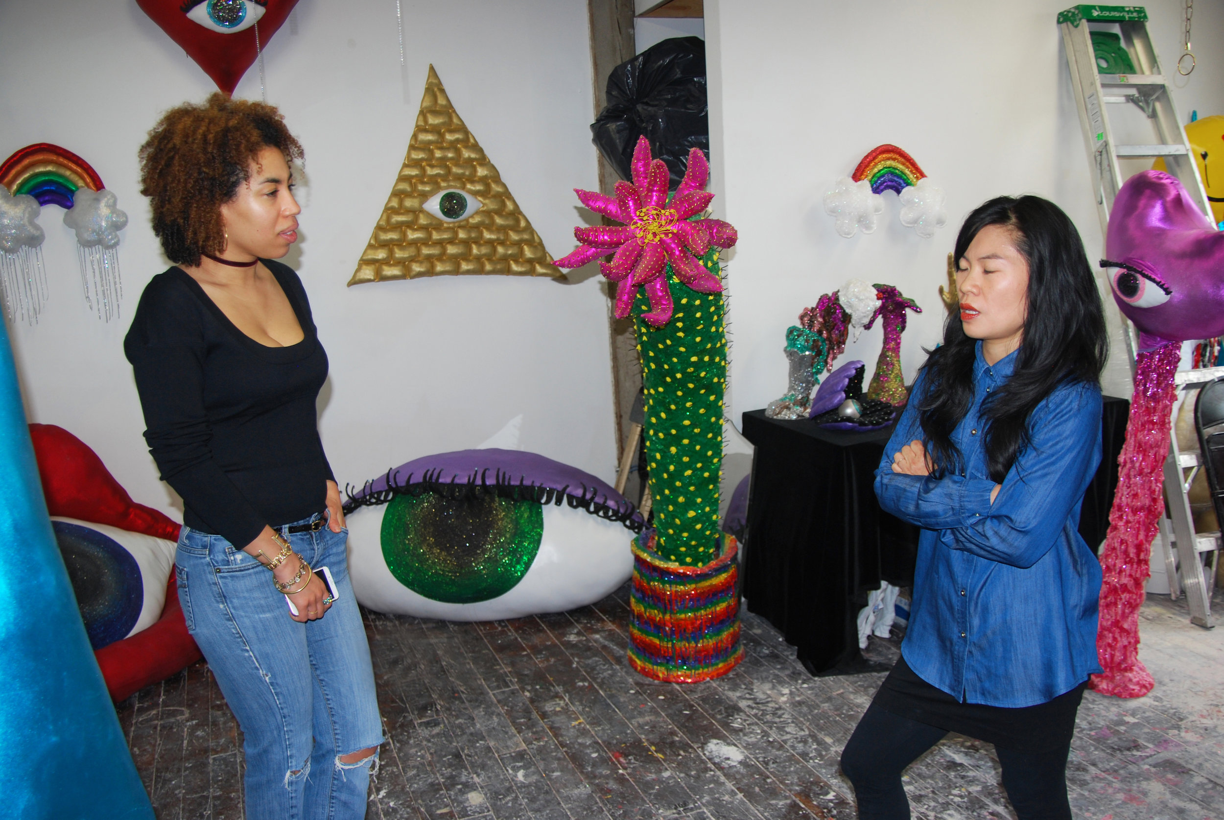Gallery Gurls EIC Jasmin Hernandez in the studio with Hein Koh. Photo by Lindsay Dye// IG: @dyelindsay