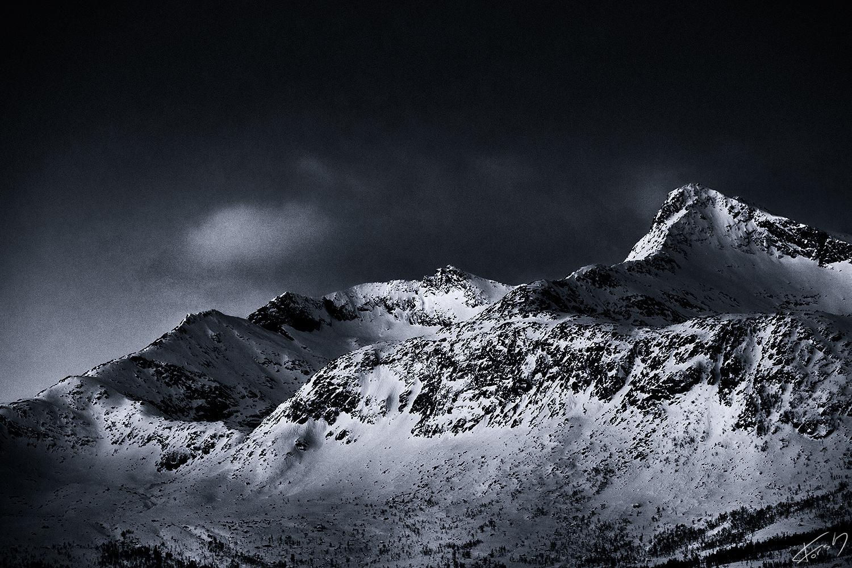 Skitntind/Mountains of Kvaløya