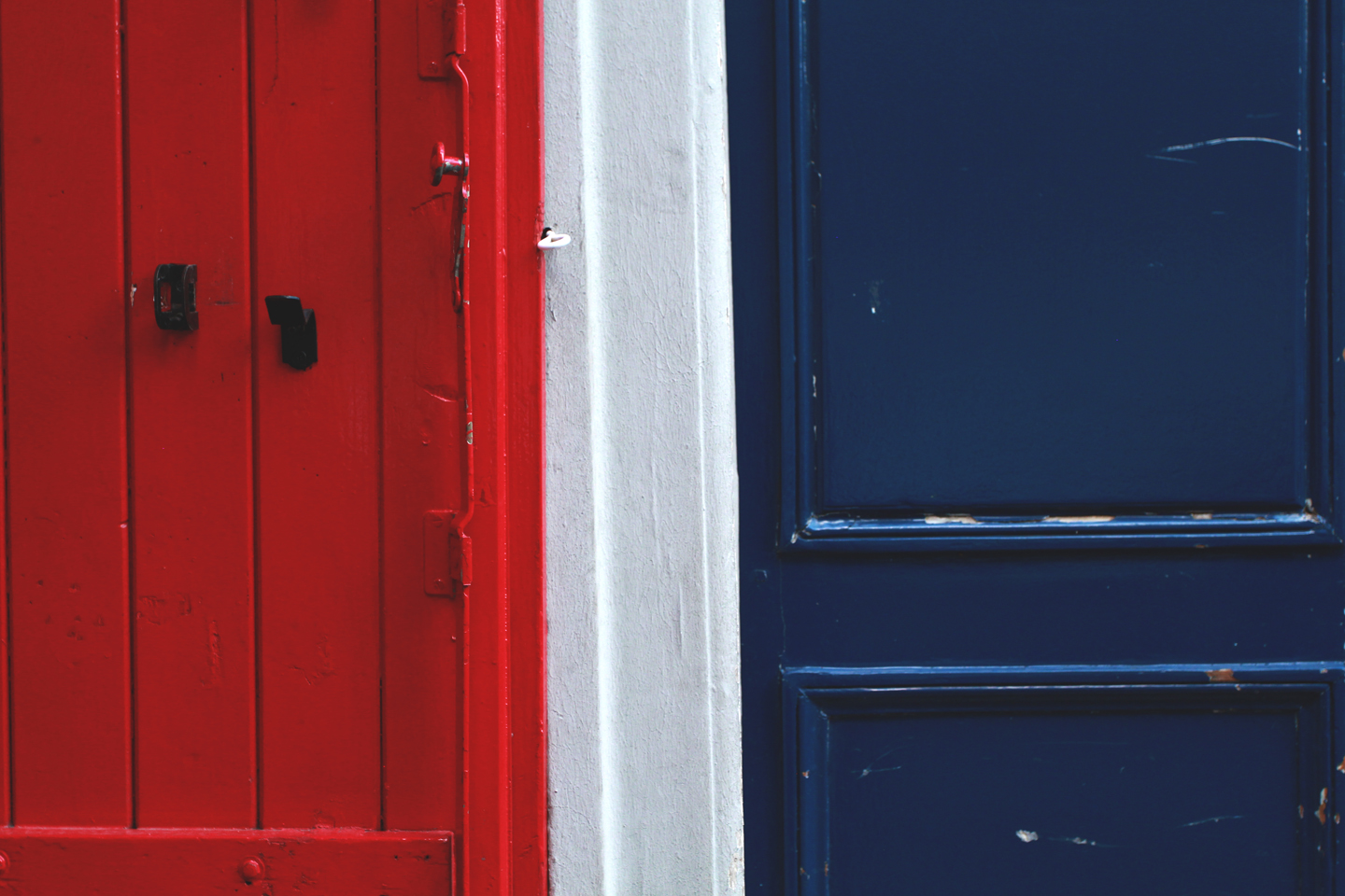 Doors and shutters, reminiscent of the French flag.