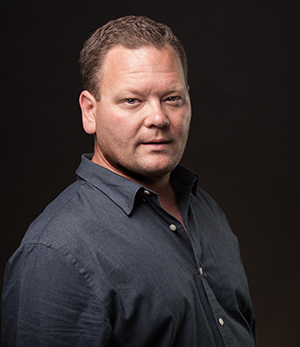 the short bio - Writer of thrillers and thriller of writers. Host of the Wordslinger Podcast. Director of Marketing for Draft2Digital.Kevin Tumlinson is a bestselling and award-winning thriller author with books available in hundreds of countries worldwide.