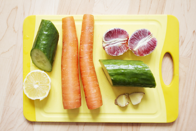 A juice to go with breakfast: half a large cucumber, half a lemon, 2 carrots, 2 pieces of ginger, and a blood orange.