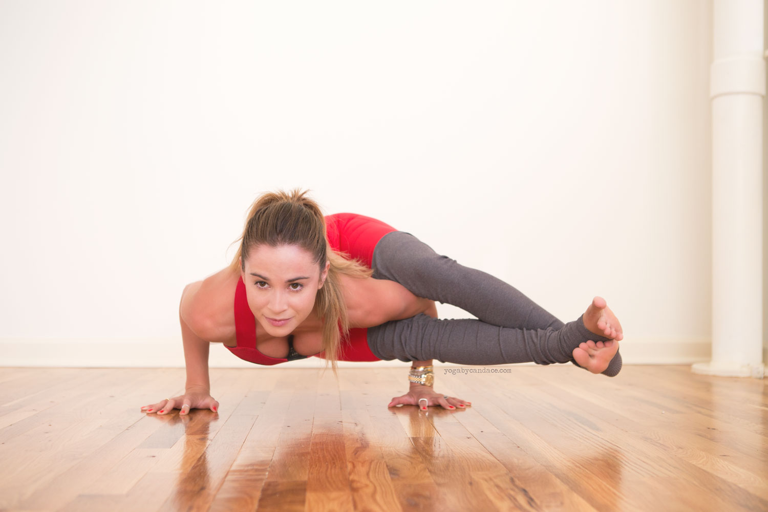 Pin now, Practice later - the suggested schedule for week 1 of the 30 day yoga program for tight hips.  Wearing:  alo yoga pants  and  bra  , c/o.
