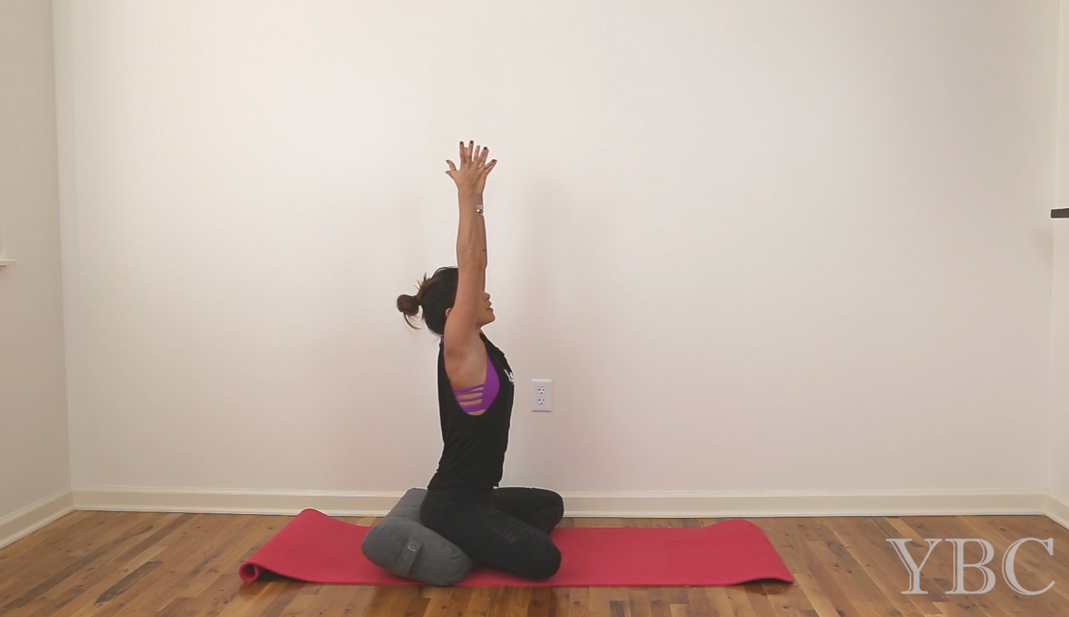 20 Minute Yoga for Olympic Lifters - chest and shoulder mobility  Wearing:  Moto Leggings  &  tank  c/o  Evolve Fitwear . Bra by  Sadhana Clothing .  Using:  Clever yoga mat ,  manduka bolster .