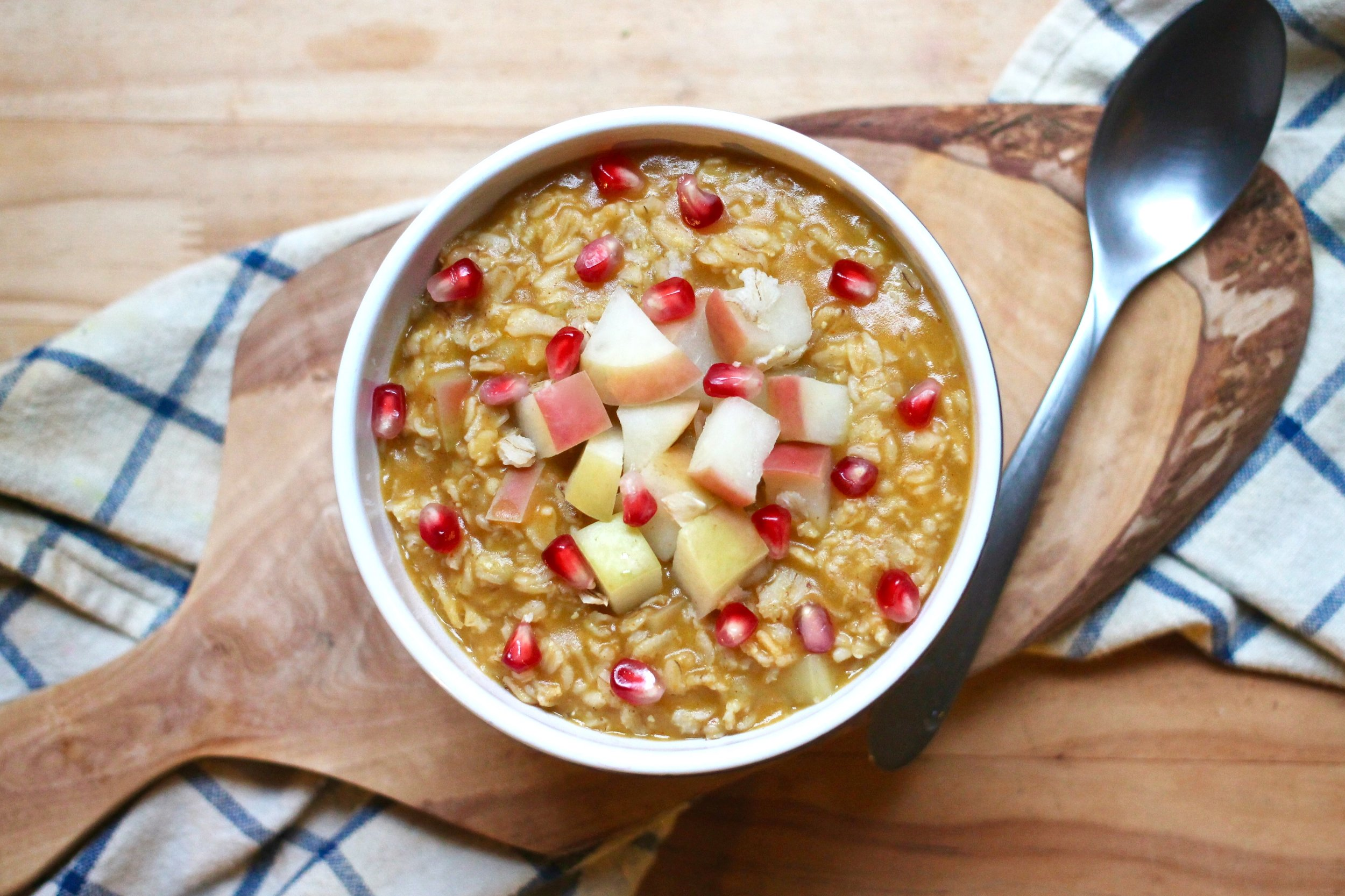 Apple Pumpkin Oatmeal, in all of its glory! This is the perfect breakfast for a brisk autumn morning.
