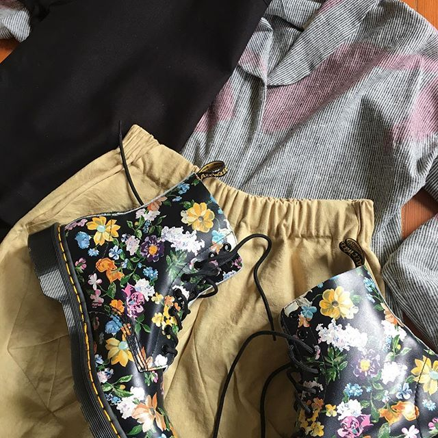 If you happen to splurge on some happy flowered work boots like me, we recommend the Cyclamen Overshirt, Dune Pant and Woven tee in black. 😉 . . . #justsayin #fw17 #springinfall #slowfashion #pinkandgold #darcyfloral #drmartens #sustainabletextiles #slowclothing