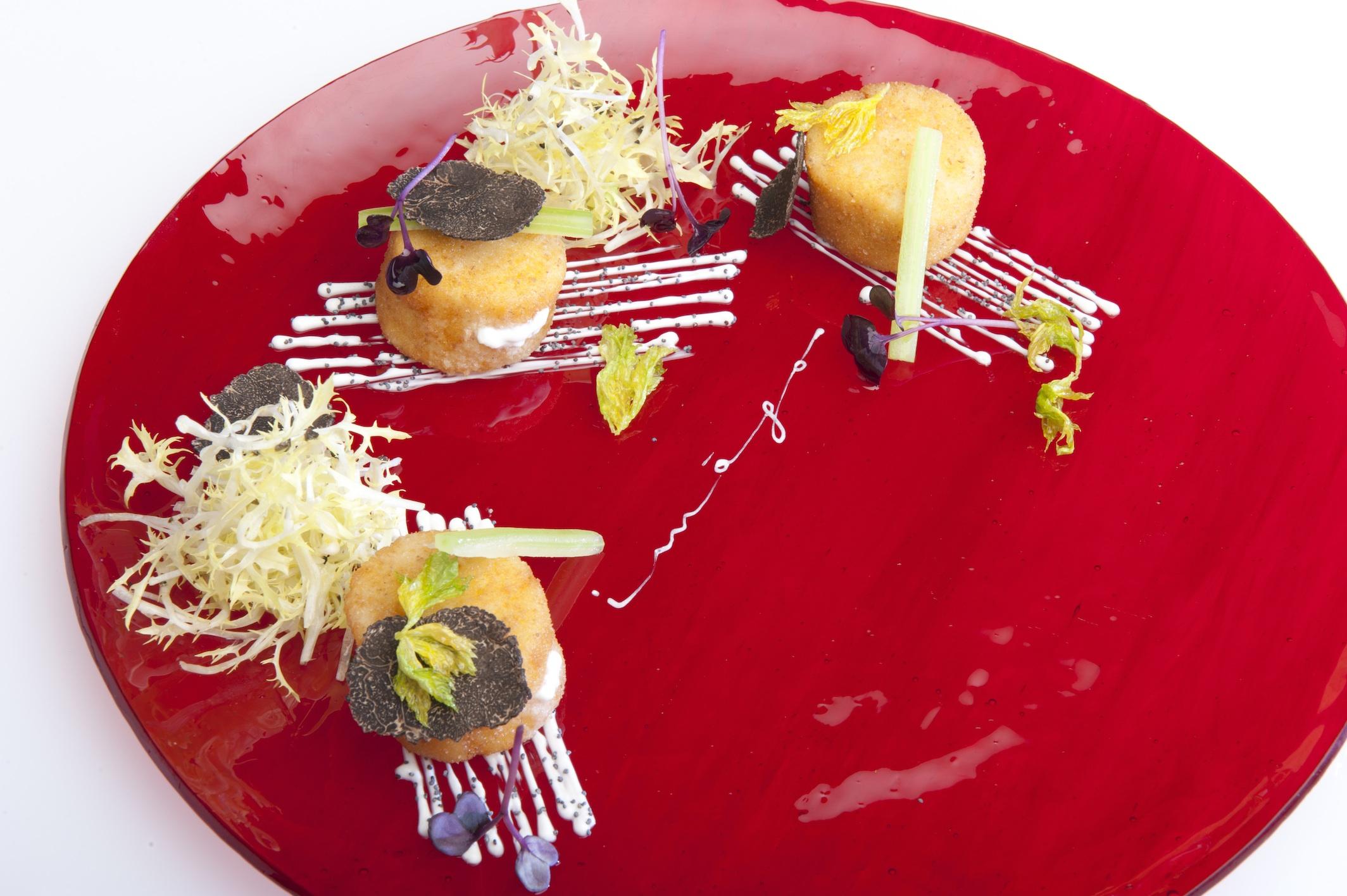 Capesante impanate e ripiene di mozzarella di bufala, foglie di sedano e tartufo (small).jpg