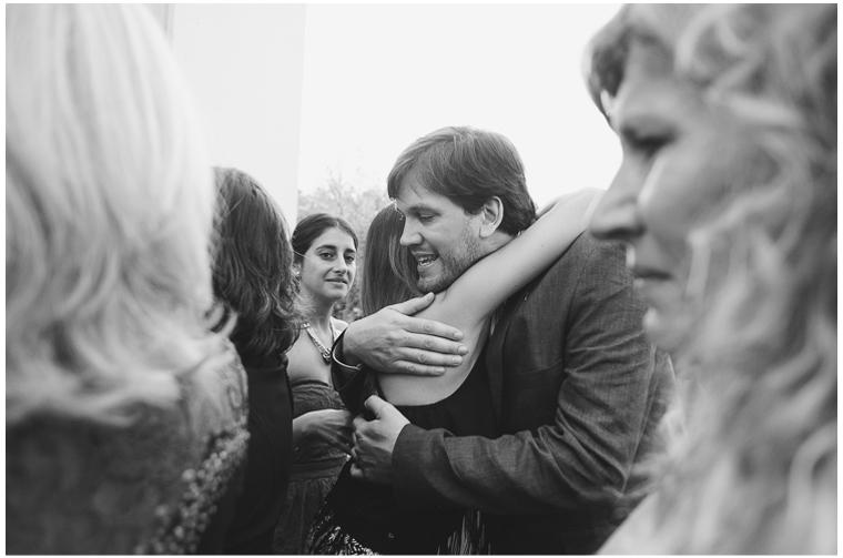 besos y abrazos en una boda (1).jpg