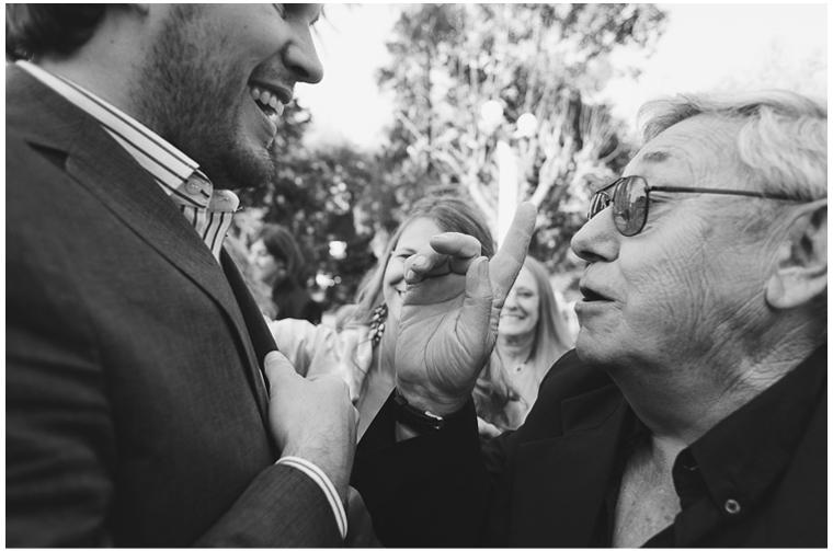 besos y abrazos en una boda (2).jpg