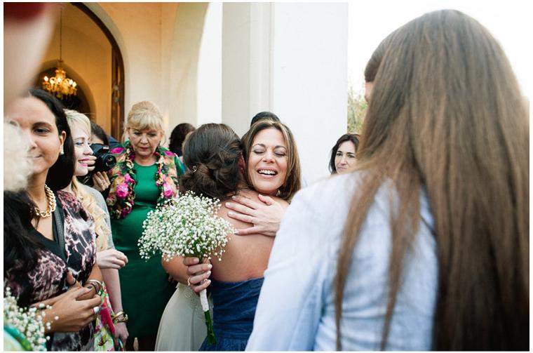 besos y abrazos en una boda (3).jpg