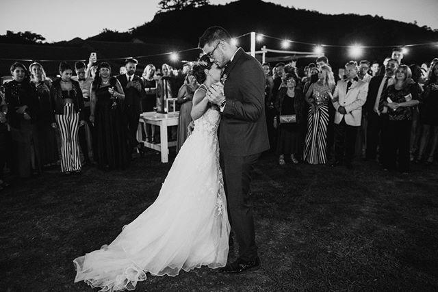 Esta semana entregué esta boda! Gilda y Barto me sorprendieron completamente con toda la onda que le metieron! 2019 no aflojes te necesito bien arriba. . . . . . . #bodas #bodas2018 #bodasoriginales #tendenciasdebodas #Momentos_Imperfectos