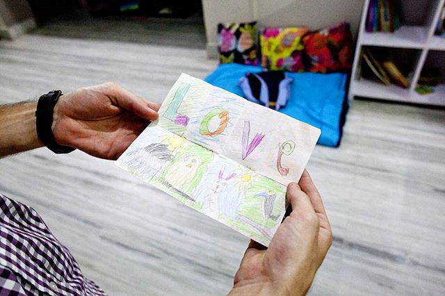 """My daughter drew this for me specifically and it's very special to me. Every work trip, I keep this note in my wallet so I can pull it out when I'm missing my family."" -Matt . ""Foreign Lands: American Fathers Living Abroad"" explores what fatherhood is, who these men are and how they interact with their children while navigating the world of parenting within a foreign country. The project is being exhibited until July 2nd @theprintspace gallery in London. @ffdeepwater2019 @falmouthflexiblephoto @fujifilmeu . . . . #fatherscapes #foreignlands #fatherhood #fatherhoodrocks #lifeofdad #fatherhoodisgreat #fatherhoodislit #bestofdad #dedicateddads #parenting #fatherslove #proudfather #fatheringleadership #fathersmatter #fatherrole #fatherandchildren #activefathers #involvedfathers #dadlife #dadscene #dadtime #dads #daddy #fatherandkids #family #daddyduties #daddys #fatherlife #dadstuff #thesweetestthing"