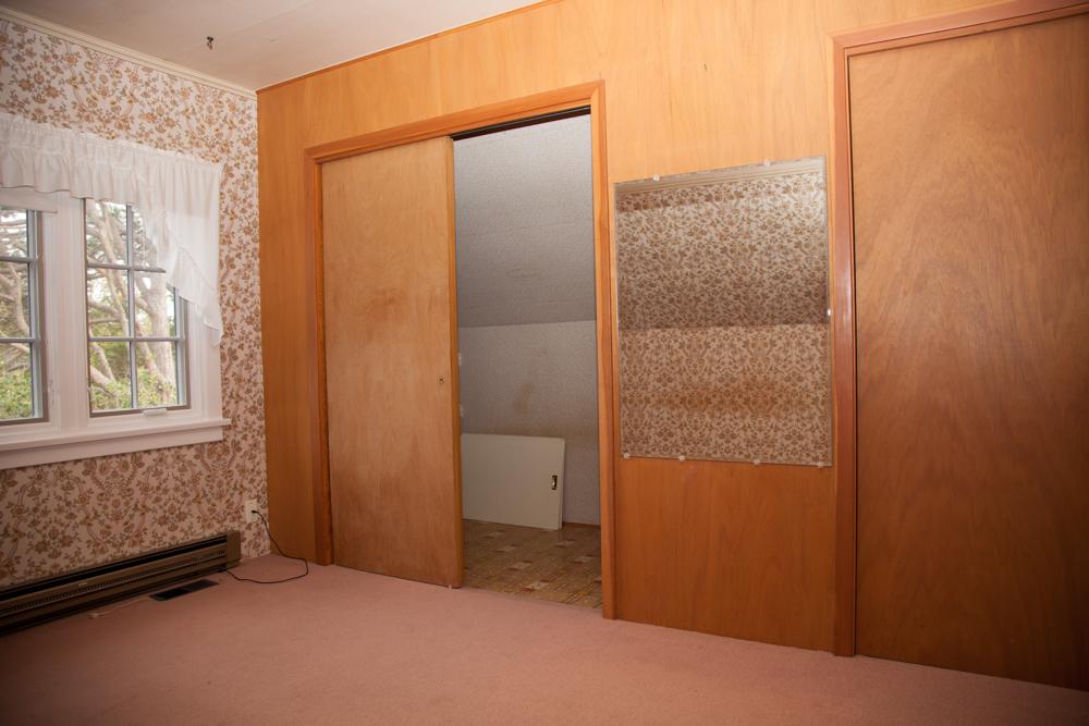 Northeast bedroom: Closets