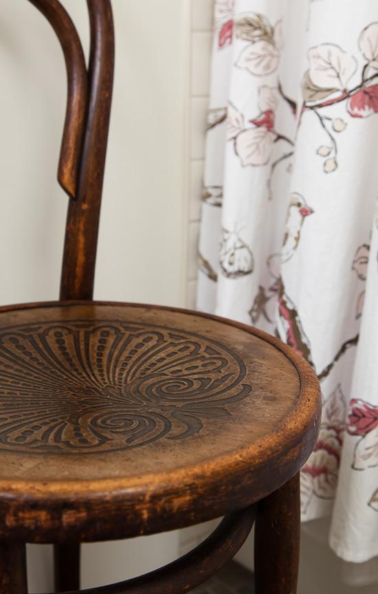 chair in kiddo's bathroom: thehousediaries.com