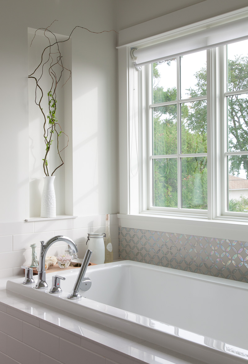 Master Ensuite: Tub & Tile Detail