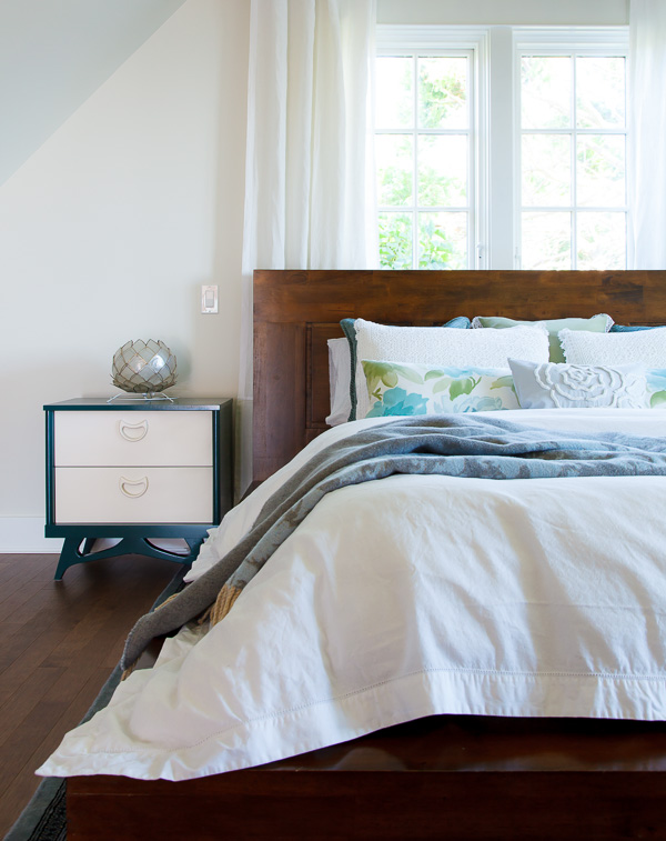 bedroom: thehousediaries.com