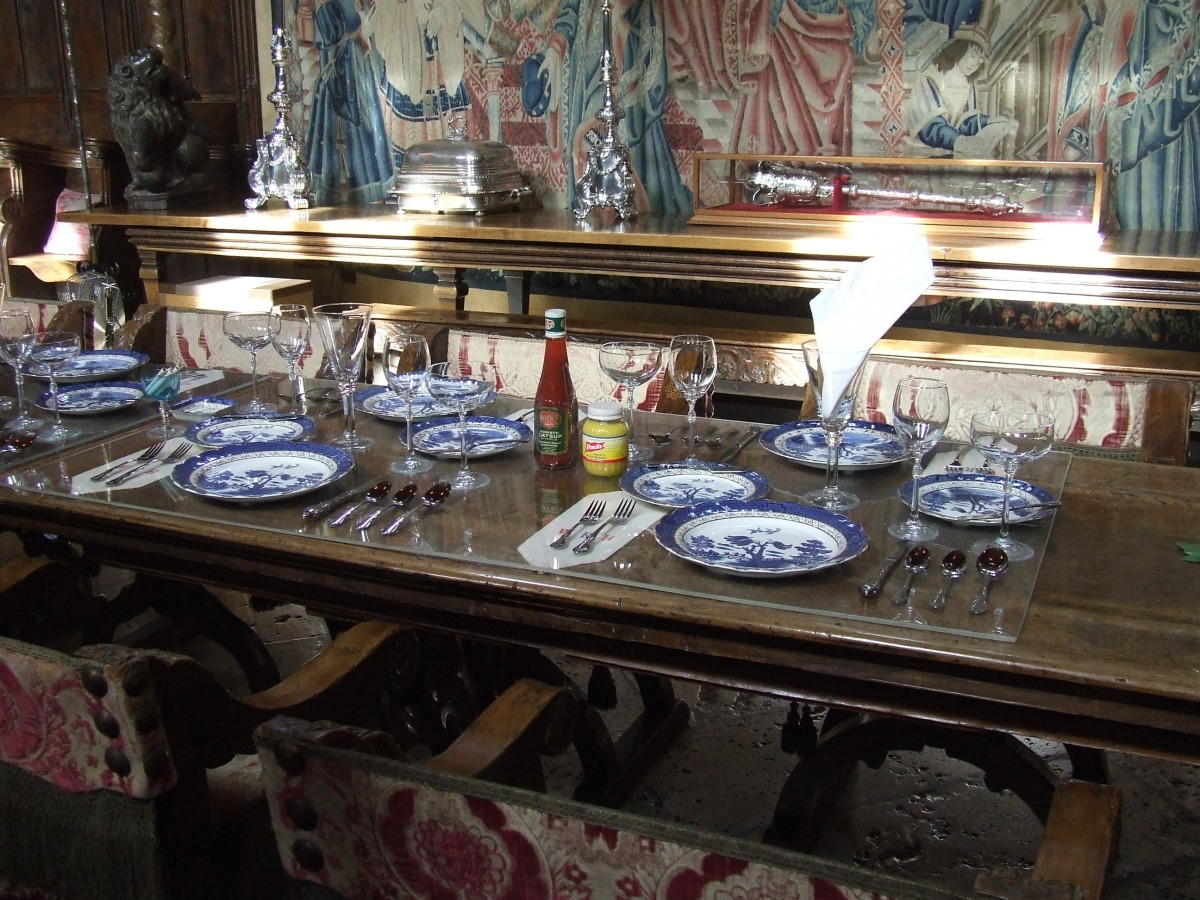 The beautiful and majestic Hurst Castle in California, USA serves courses on Blue Willow ware.