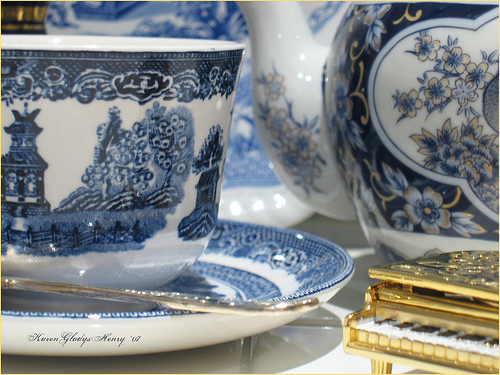 Blue Willow China. Photo taken by Karen Gladys Henry 2007 and found on Flickr.