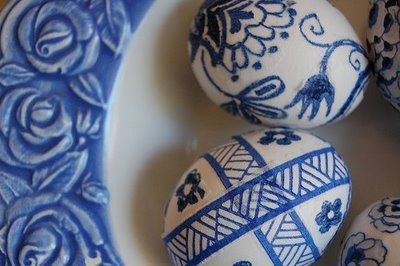 Blue Willow Easter Eggs by Clever Karen at blogspot. Quite clever. Beautiful blog. To find out how to make yours, simply go to her post:  Blue Willow Easter Eggs .