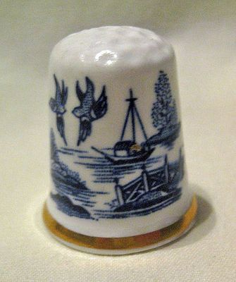 Blue Willow Collectable Thimble with gold trim from Ruby Lane.