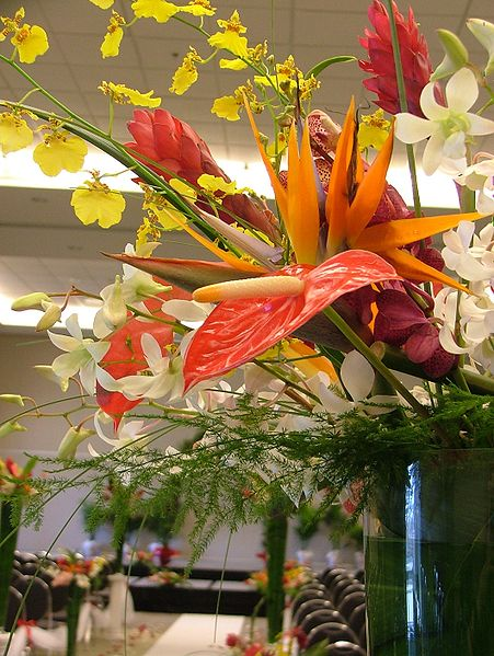 Dramatic Tropical Arrangements - Source: Jina Lee via WikimediaBest Flowers For Arrangements